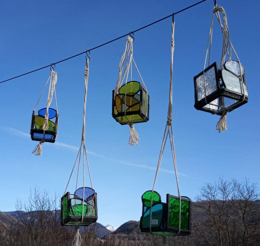 photophore vitrail : 60mm x 60mm blanc; bleu et jaune, vert, vert et violet