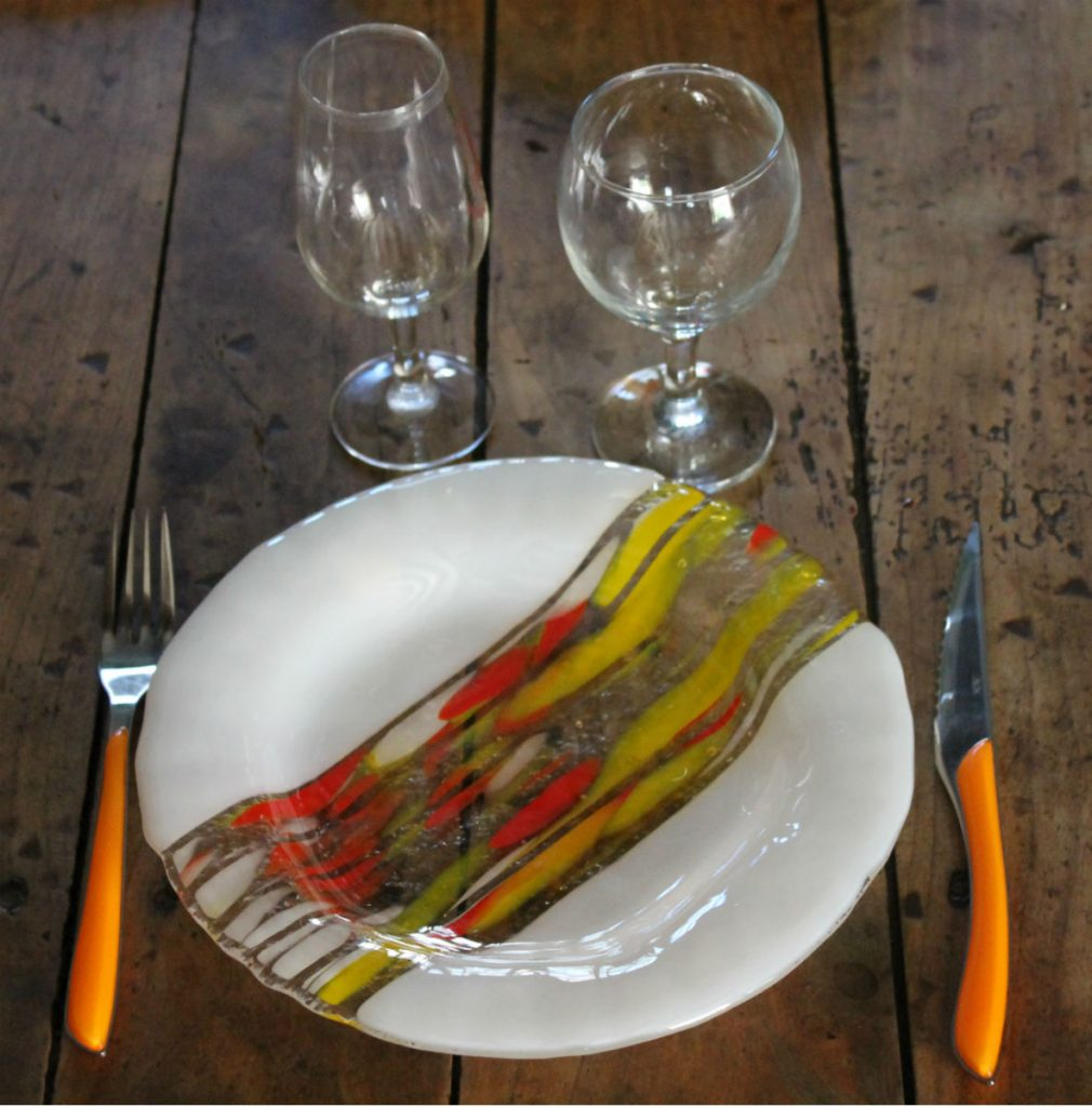assiette ronde blanche jaune et orange fusion et thermoformage