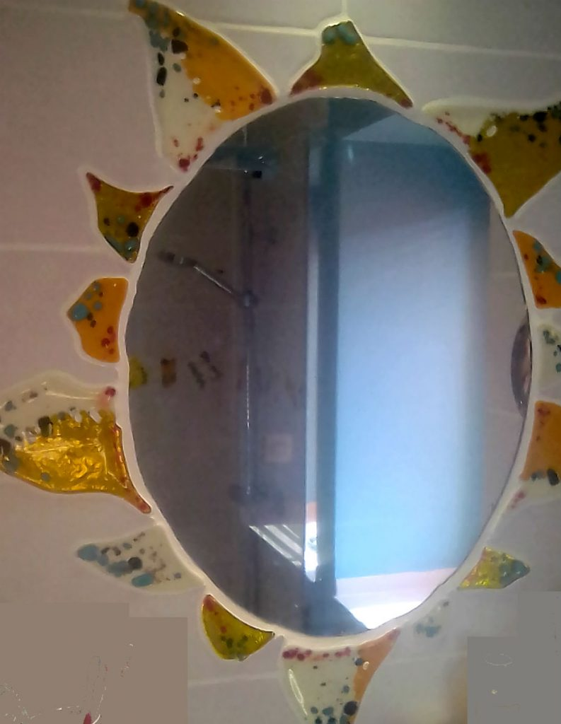 Salle de bain, Miroir Soleil sur commande. Fusion et thermoformage de verre