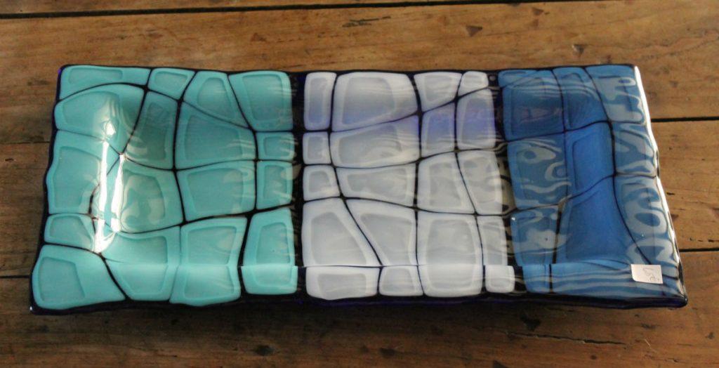 plat carapace tortue bleu turquoise et blanc. Fusion et thermoformage de verre